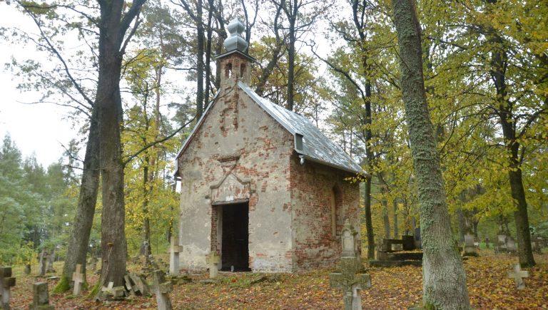 Kaplica na cmentarzu greckokatolickim w Kowalówce, wrzesień 2019 r.