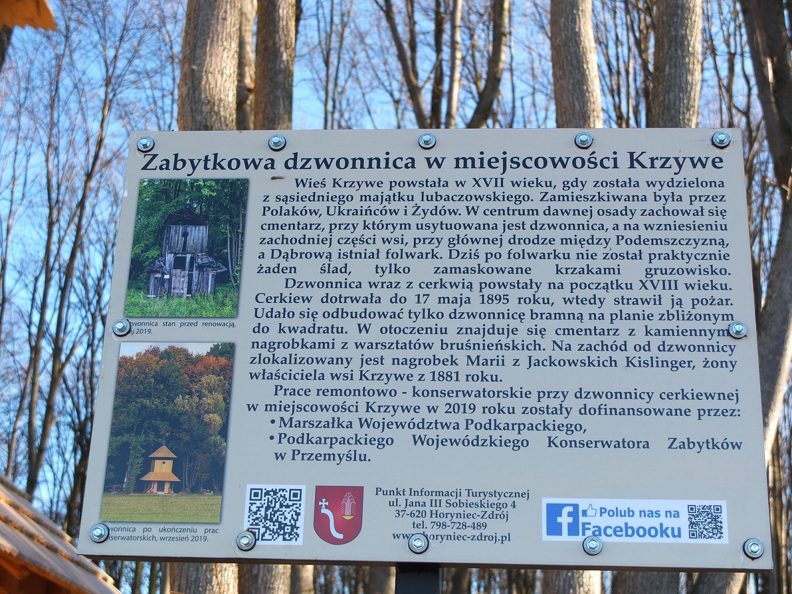 Tablica informacyjna przy dzwonnicy na cmentarzu greckokatolickim w Krzywem, marzec 2020 r.