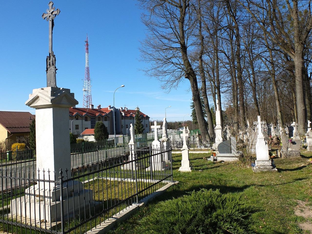 Nagrobek Anieli z Ropskich Jaskulskiej na cmentarzu komunalnym w Horyńcu-Zdroju, marzec 2020 r.